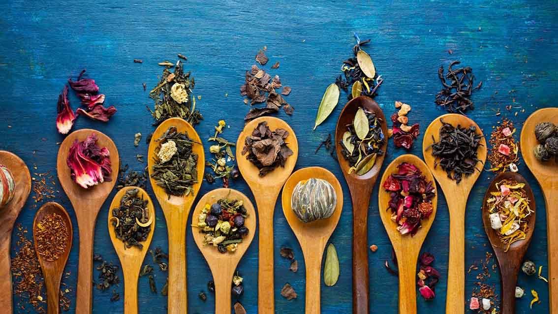 9 razlogov, zakaj bi morali piti čaj vsak dan